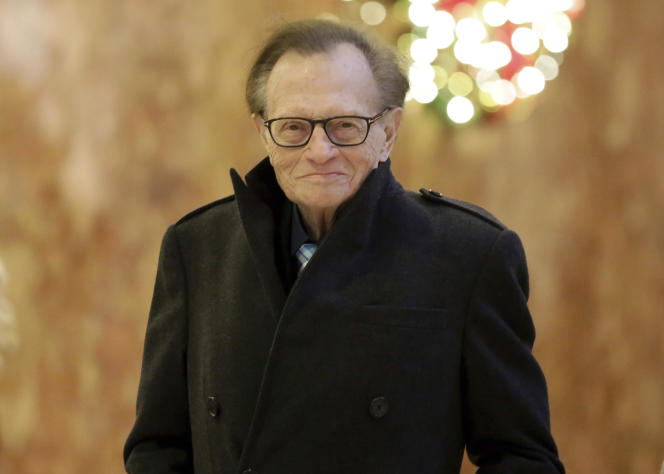 Larry King arrive à la Trump Tower, à New York, en décembre 2016.