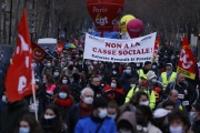 Lors de la manifestation contre l'interdiction des licenciements en France, à Paris, samedi 23janvier.