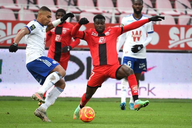 Le Strasbourgeois Alexander Djiku et le Dijonnais Mama Samba Balde ne sont pas parvenus à se départager dimanche 24 janvier.