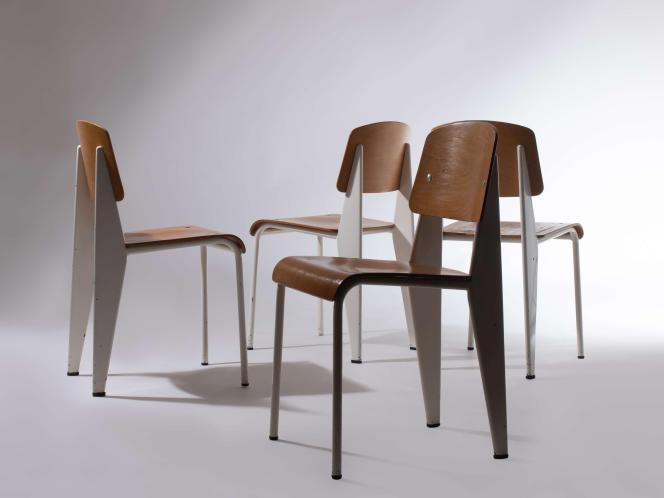 Suite de chaises Standard de Jean Prouvé (1950), vendue 33 800 euros en novembre 2019 chez Artcurial.