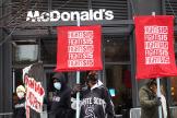 Manifestation en faveur d'un salaire minimum à 15 dollars de l'heure, devant le siège de McDonald's, le 15 janvier à Chicago.