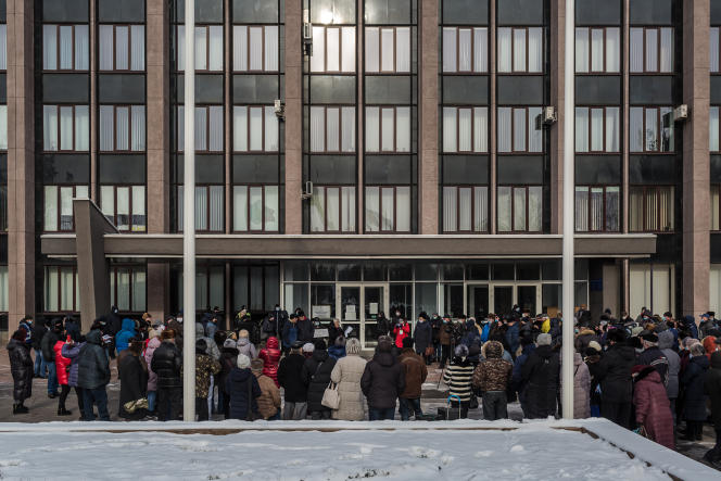 Manifestation contre l'augmentation des prix du gaz naturel, devant l'hôtel de ville de Kryvyi Rih (Ukraine), le 17 janvier.