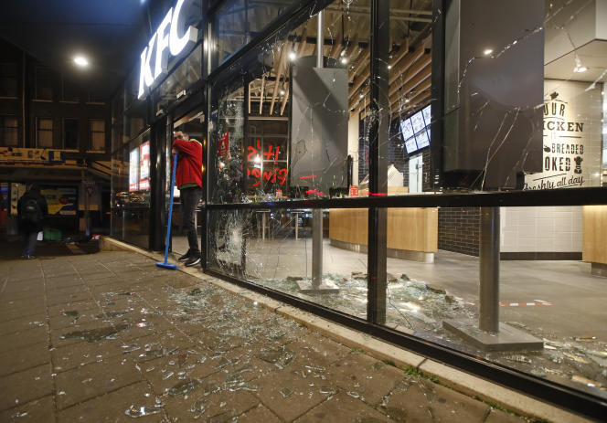 Second night of riots in the Netherlands, after curfew imposed