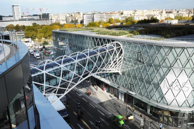 Le centre commercial de Beaugrelle, à Paris, où a eu lieu l'agression.