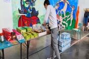 Distribution de colis alimentaires à l'université Lyon-III.