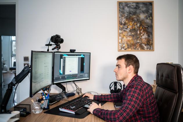 La star française des crypto-influenceurs, Owen Simonin, dit Hasheur, le 17 janvier, à Metz.NICOLAS LEBLANC/ITEM POUR «M LE MAGAZINE DU MONDE»
