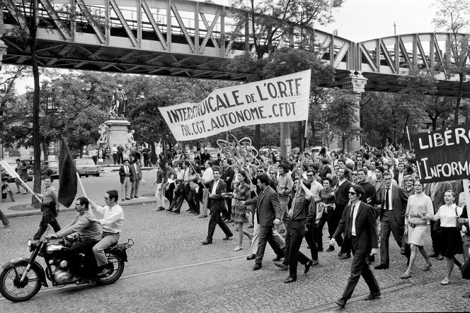 Manifestation de salariés de l'ORTF en juin 1968, à Paris.
