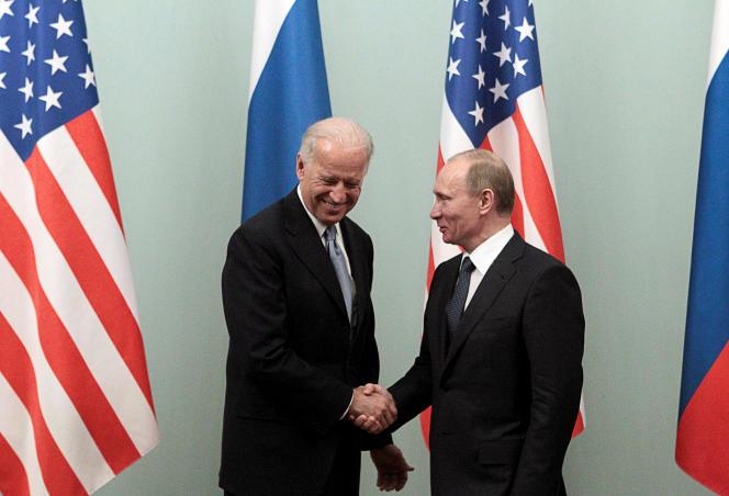 Joe Biden, entonces vicepresidente de los Estados Unidos, y Vladimir Putin, entonces primer ministro de Rusia, el 10 de marzo de 2011 en Moscú.