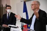 Le ministre de la santé, Olivier Véran, et le professeur Alain Fischer ont donné une conférence de presse, le 26 janvier 2021, à Paris (France).