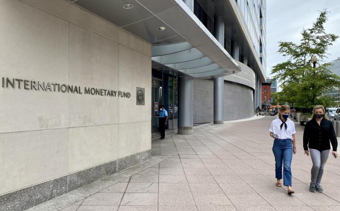 Devant le siège du Fonds monétaire international (FMI), à Washington, en septembre 2020.