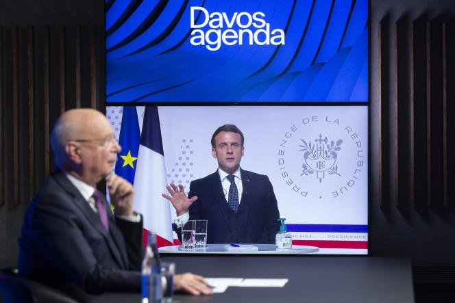 Le fondateur et président du Forum économique mondial, Klaus Schwab, et le président français, Emmanuel Macron, lors d'une réunion en ligne à l'événement Davos Agenda, le 26 janvier 2021.