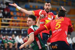Le demi-centre hongrois Egon Hanusz, lors du match contre l'Espagne, le 25janvier, au Mondial égyptien de handball.