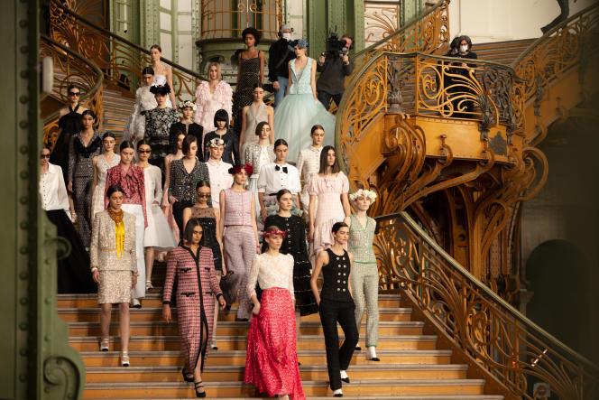 Les coulisses du tournage du défilé Chanel haute couture, printemps-été 2021.
