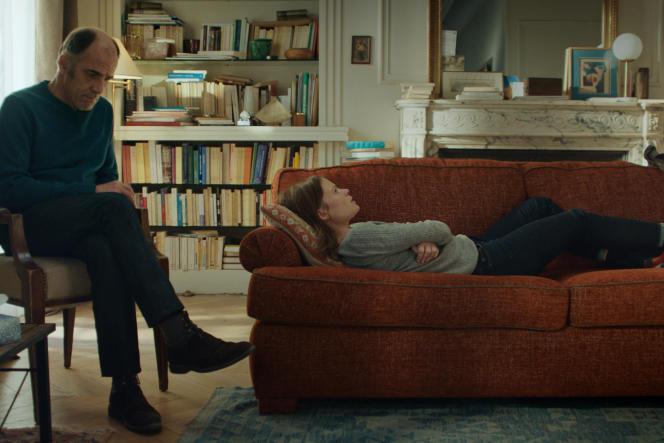 Philippe Dayan (Frédéric Pierrot) et Ariane (Mélanie Thierry) dans la série «En thérapie», d'Olivier Nakache et Eric Toledano.