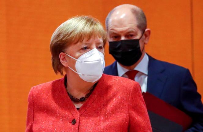 آنگلا مرکل صدراعظم آلمان و اولاف شولز وزیر دارایی در تاریخ 20 ژانویه در برلین.