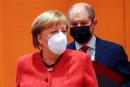 German Chancellor Angela Merkel and German Finance Minister and Vice-Chancellor Olaf Scholz wear protective face masks as they attend the weekly cabinet meeting at the Chancellery in Berlin, Germany, January 20, 2021. / AFP / POOL / FABRIZIO BENSCH