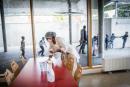 Novembre 2020. Ecole elementaire Rosa Park à Ivry-sur-Seine. Protocole sanitaire mis en place à la cantine lors du reconfinement. Les tables sont desinfectées après le repas de chaque classe.
