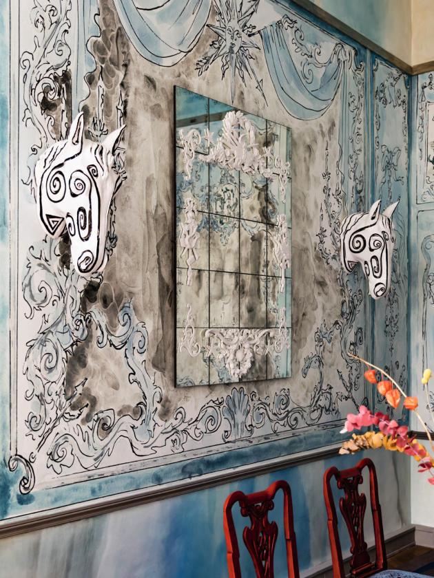 Le créateur Vincent Darré a puisé dans l'univers de l'artiste pour son papier peint (Au Fil des Couleurs) et ses appliques (Maison Vincent Darré).