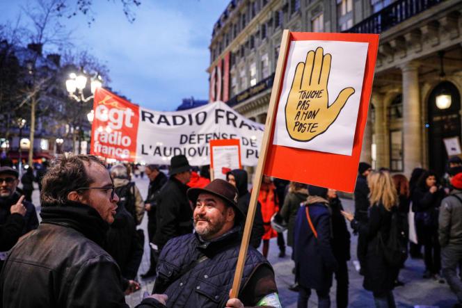 Rassemblement de salariés de Radio France devant le ministère de la culture, à Paris, le 29novembre 2019.