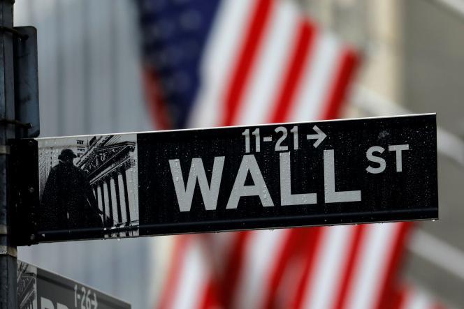 Les courtiers en ligne de Wall Street sont sous le feudes critiques après avoir bloqué l'accès à certaines actions.