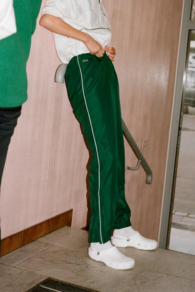 Pantalon en tissu technique, collection Sport, Lacoste, 100€.