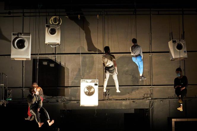 «Si la vie n'est pas un jeu»,dirigé par Christophe Huysman, avec les élèves de 3e année du Conservatoire national supérieur d'art dramatique de Paris, en janvier 2021.Si la vie n'est pas un jeuAtelier de 3ème année dirigé par Christophe Huysmanau Conservatoire National Supérieur d'Art Dramatique (Paris)