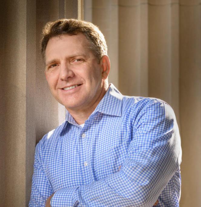 Kenneth P. Miller, profesor de estudios gubernamentales en la Universidad Claremont McKenna (California).
