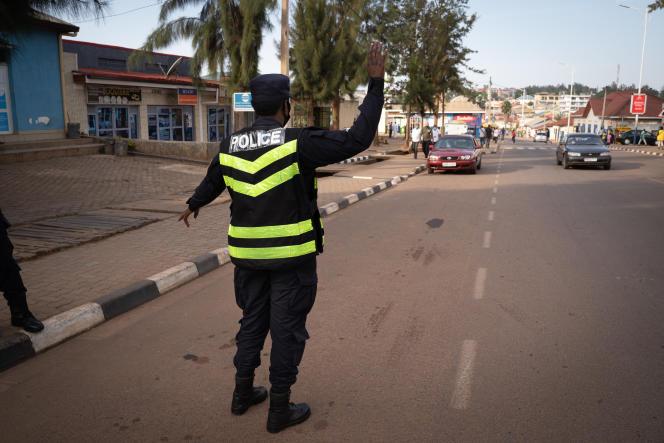 یک افسر پلیس در 29 ژانویه 2021 تاکسی را برای بررسی او در منطقه Nyamirambo در کیگالی متوقف کرد.