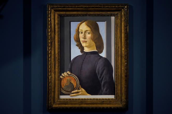Le « Portrait de jeune homme tenant un médaillon » de Sandro Botticelli est ici exposé chez Sotheby's, à New York, le 22 janvier.
