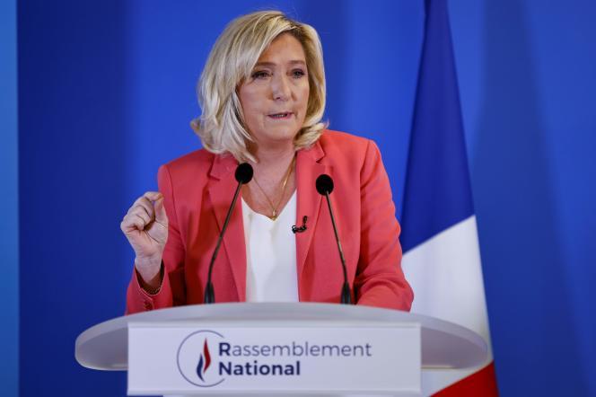 La présidente du Rassemblement national, Marine Le Pen, présente sa proposition de loi pour lutter contre le séparatisme, vendredi 29 janvier, au siège du parti, à Nanterre.