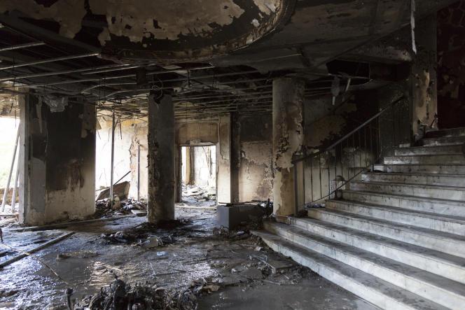 در طرابلس ، شمال لبنان ، در هنگام درگیری معترضان و نیروهای امنیتی در شب پنجشنبه 28 ژانویه و جمعه 29 ژانویه ، یک ساختمان شهرداری به آتش کشیده شد.