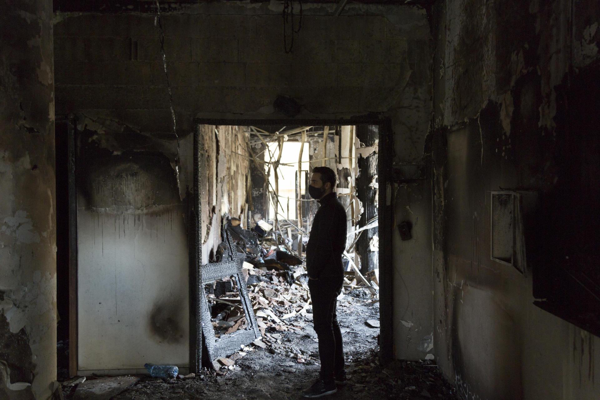 Le rez-de-chaussée du siège de la municipalité de Tripoli a pris feu lors d'affrontements avec les forces de sécurité, en marge des manifestations contre le confinement et la crise économique, jeudi 29 janvier.