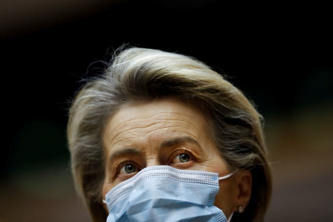 La présidente de la Commission européenne, Ursula von der Leyen, lors d'une séance plénière au Parlement européen, à Bruxelles, le 20 janvier.