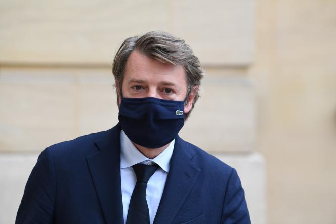 Le maire de Troyes et président de l'Association des maires de France, François Baroin, quitte Matignon, le 30 septembre 2020.