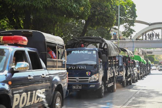 Polizei Lastwagen in der Innenstadt von Yangon am 1. Februar.