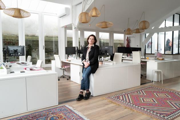 Florence Bernardin dans les locaux de son agence spécialisée, à Nanterre (Hauts-de-Seine), le 28 janvier.