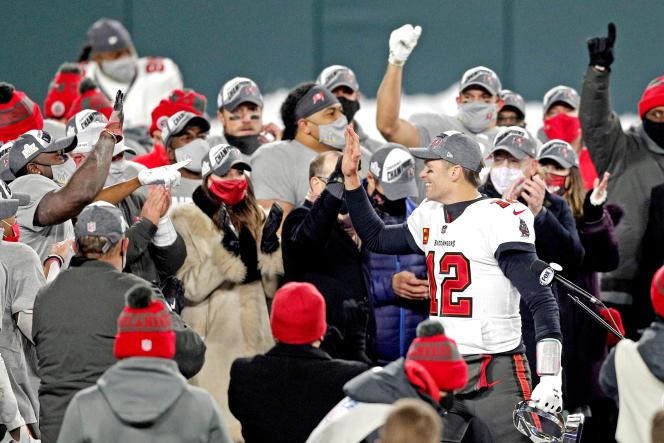 Tom Brady au milieu de ses coéquipiers, le 24 janvier.