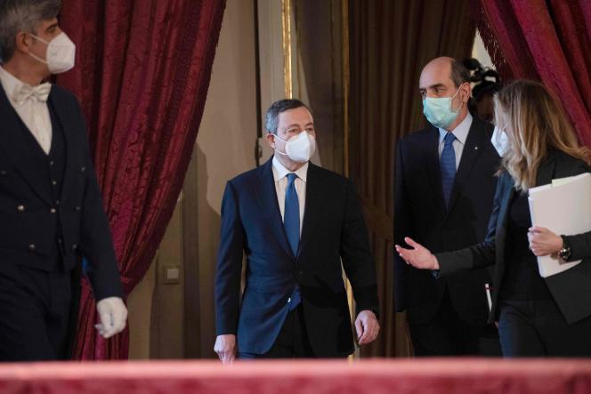 Mario Draghi s'apprête à prendre la parole après son entretien avec le chef de l'Etat, au palais du Quirinal à Rome, le 3 février.