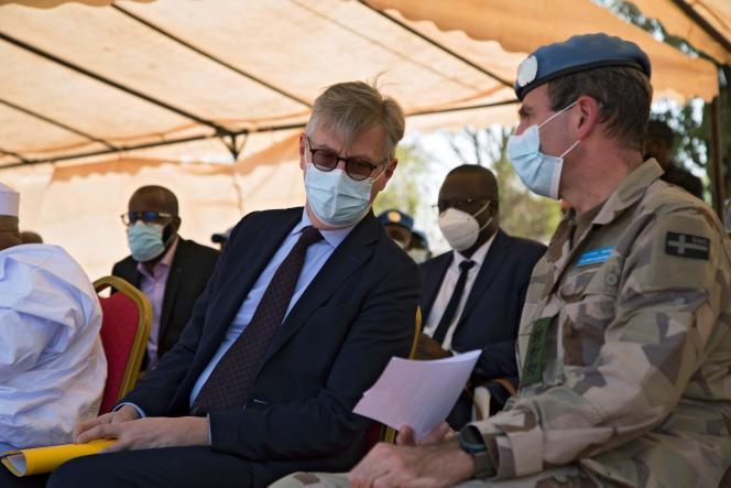 ژان پیر لاکروا با دنیس گیلنسپور ، فرمانده مأموریت ثبات یکپارچه سازمان ملل متحد در مالی (مینوسما) ، در باماکو ، 19 ژانویه 2021.