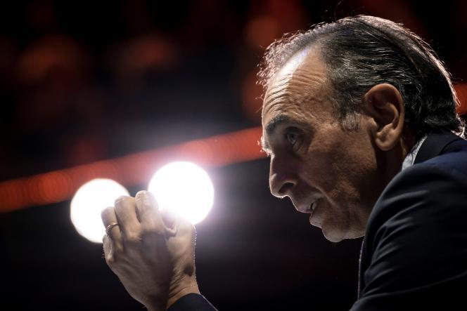 Eric Zemmour, lors d'un débat à Paris en avril 2019. Ses propos contre les mineurs isolés ont valu à la chaîne CNews 200 000 d'amende pour incitation à la haine.