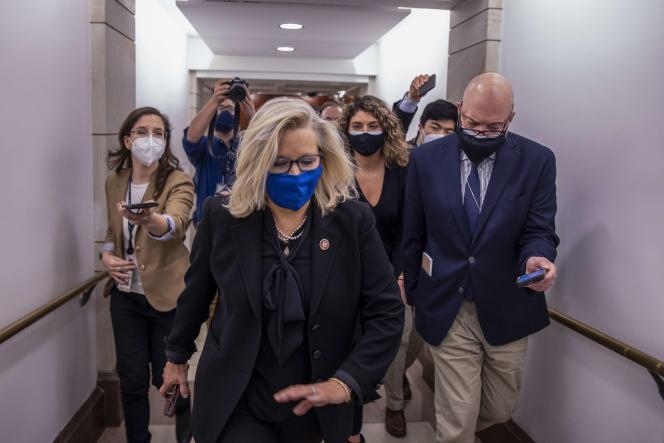 La funcionaria electa republicana Liz Cheney visita el Congreso en el Capitolio en Washington, DC, el 3 de febrero.