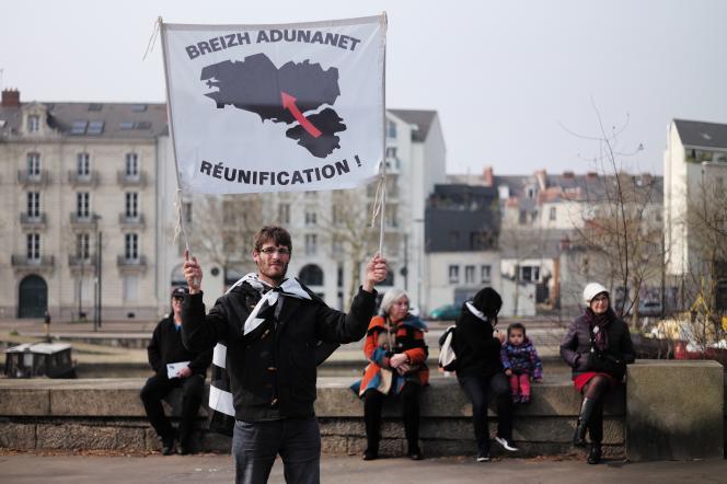 Lors d'une manifestation en faveur du rattachement de la Loire-Atlantique à la région Bretagne, en mars 2016, à Nantes.