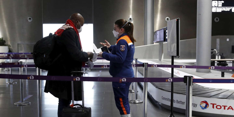 A l'aéroport de Roissy, « les refoulements pour absence de motif impérieux sont rares » - Le Monde