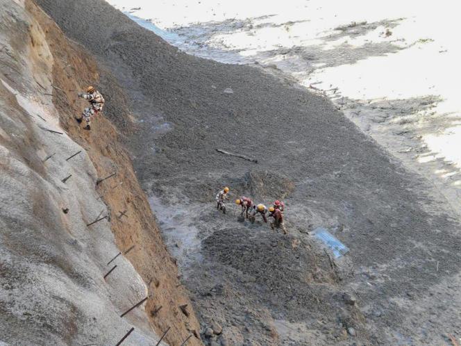 Foto der indisch-tibetischen Grenzpolizei (ITBP) mit Rettungsaktionen nach dem Bruch des Nanda Devi-Gletschers im nördlichen Bundesstaat Uttarakhand, Indien, am Sonntag, den 7. Februar 2021.