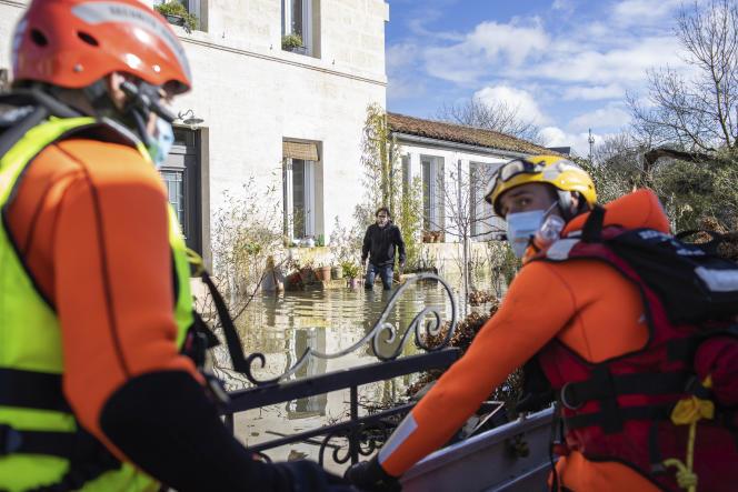 Les prévisions prévoient une montée des eaux comprise entre 6,10 m et 6,20 m dimanche à Saintes.