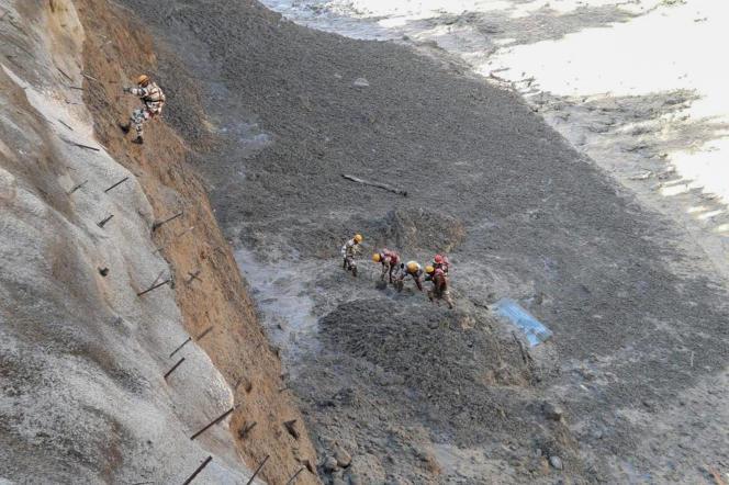 L'opération de sauvetageaprès la rupture du glacier Nanda Devi, en Inde, le 7 février.