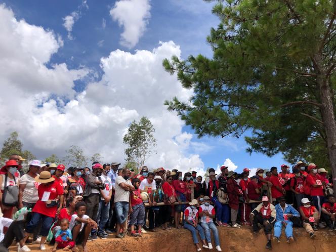 Plusieurs milliers de personnes rassemblées, le 6 février 2021, sur la colline de l'Imerikasinina, à une trentaine de kilomètres d'Antananarivo, pour dénoncer la hausse du coût de la vie.