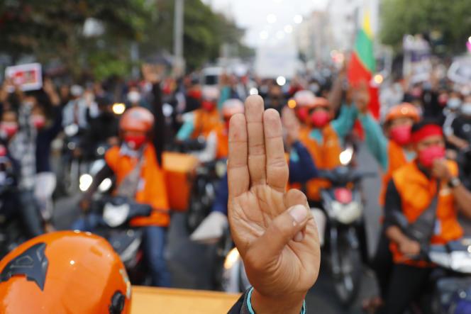 Manifestation à Mandalay, le 8 février 2021.