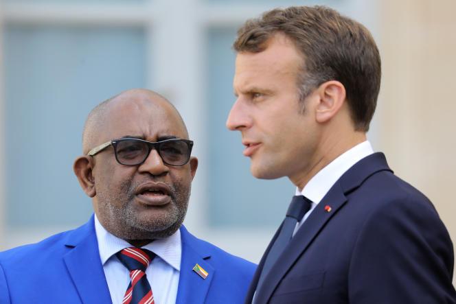Emmanuel Macron avec le président comorien Azali Assoumani, à l'Elysée, le 22 juillet 2019.