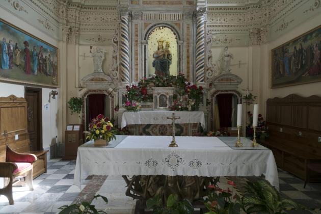 All'interno della Basilica di Notre-Dame de Paulse (Calabria), ottobre 2020.
